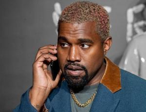 Actor regaña a Kanye West por usar el teléfono móvil en el teatro