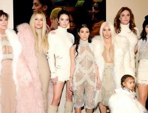 Las Kardashian adelantaron su clásica postal de navidad