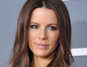 ¿Kate Beckinsale apurada? Actriz fue vista en pijama en el aeropuerto