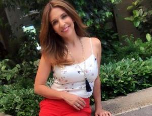 Karla Constant luce envidiable figura en bikini