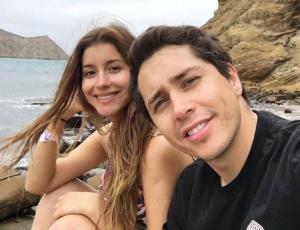 """El romántico karaoke de Karol Lucero y su """"amiga especial"""""""