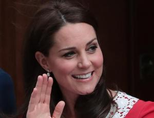 Kate Middleton presenta a su tercer hijo