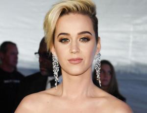 Katy Perry enloquece como una fan al encontrarse con Celine Dion en París