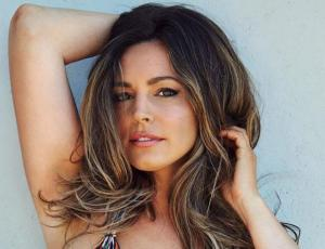 Kelly Brook recibe duras críticas tras evidente uso de Photoshop