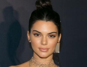 Kendall Jenner es vista con extraño look de diario