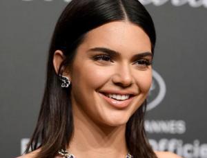 Kendall Jenner muestra su rechazo a los paparazzis de forma pacífica
