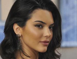 Kendall Jenner se desnuda para anunciar que no fuma