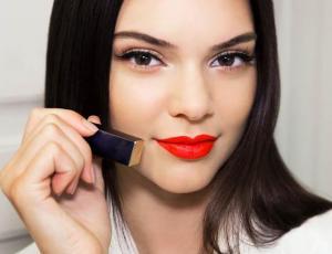 Kendall Jenner se muestra sin labial y aumenta rumores de intervención