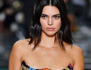 Kendall Jenner se luce con top a precio accesible y disponible en tiendas