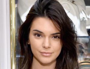 Campaña muestra a Kendall Jenner en el clóset de su casa