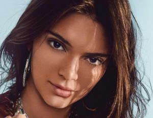 Kendall Jenner luce tanga de leopardo al estilo Kim Kardashian