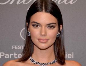 Kendall Jenner promociona lencería de lujo en topless