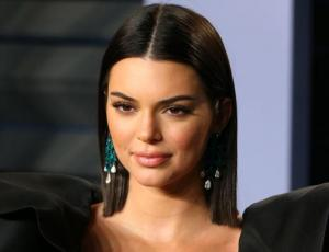 El ceñido y llamativo look de Kendall Jenner en el after party de los Oscar