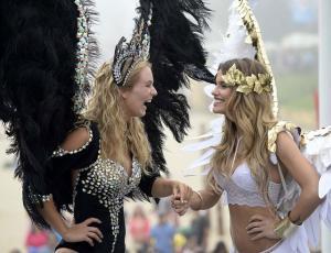 """Candidatas a la corona de Viña se presentaron como """"ángeles"""""""