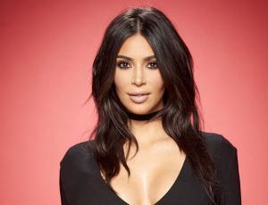 "Kim Kardashian mostró su debut como modelo en revista ""Barbie"""