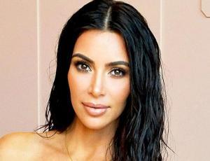 El look cien por ciento algodón de Kim Kardashian