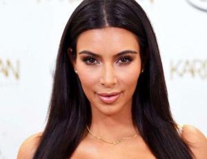 Kim Kardashian muestra curvas de infarto con dos ajustadas calzas