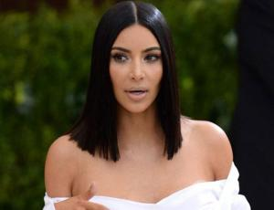 Kim Kardashian sale a la calle en ropa interior