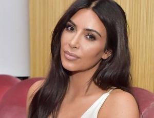 Kim Kardashian comparte foto de hace diez años en un bikini de lujo junto a Khloé