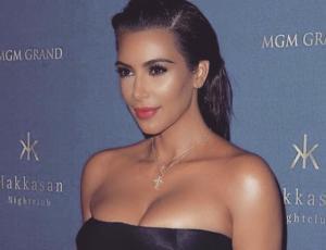 Kim Kardashian usa los jeans ¿como botas?