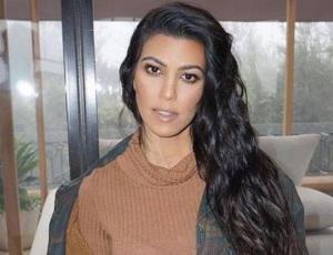 Kourtney Kardashian nos enseña a usar ropa holgada