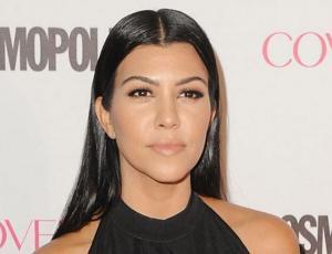 En medio de las fotos de Kim, Kourtney se luce con esbelta figura en bikini