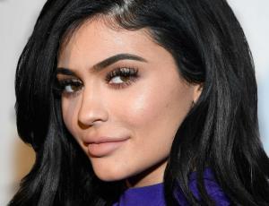 La historia tras la enorme cicatriz que Kylie Jenner tiene en la pierna