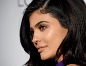 Kylie Jenner se prepara para celebrar la Navidad con gigantesco árbol