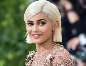 Kylie Jenner revive la moda de la polera estampada