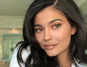 Kylie Jenner luce el vestido Chanel más rimbombante de la casa de moda