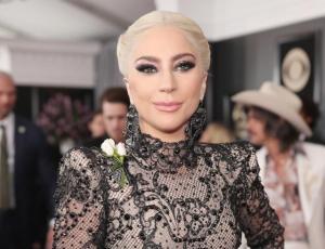 El sorprendente look de Lady Gaga en los Grammy 2018