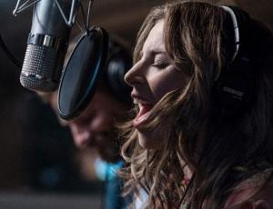 """La conmovedora historia detrás de la canción de Lady Gaga para """"A Star Is Born"""""""