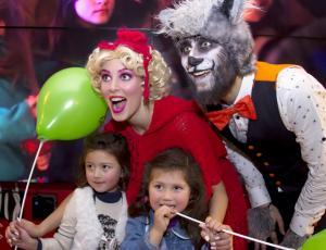 """Famosos fueron con sus hijos al estreno de """"Lana y el Lobo"""""""