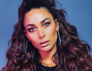 Lisandra Silva recrea icónica foto de Jennifer Lopez