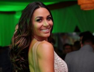 Lisandra Silva sorprendió con piscinazo  tahitiano