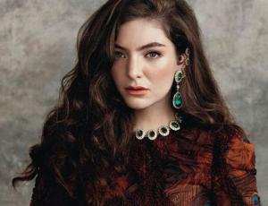 Lorde encanta a sus fanáticos sin su icónico maquillaje