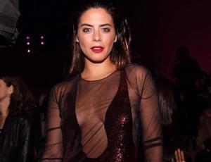 Lorenza Izzo sorprende con looks oversize y sport chic en la NYFW