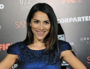 Loreto Aravena lució transgresor vestido en la gala de Sanfic