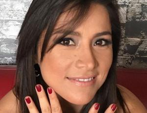 Loreto Aravena sorprende con vestido sin espalda en la inauguración de Sanfic