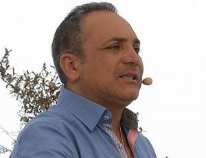Luis Jara estrena look inspirado en Gianluca Vacchi