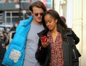 El romántico paseo de Malia Obama junto a su novio Rory Farquharson