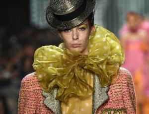 Marc Jacobs cierra la NYFW con desfile plagado de vuelos y glamour