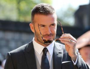 David Beckham arropa a su perro con una manta Louis Vuitton que vale más que todo tu clóset