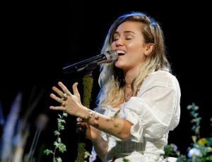 Miley Cyrus dedicó su última presentación a Ariana Grande