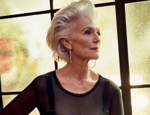 La modelo de 69 años que se roba todas las miradas en la NYFW
