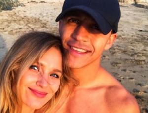 Alexis Sánchez celebra el día del amor con video para Mayte Rodríguez