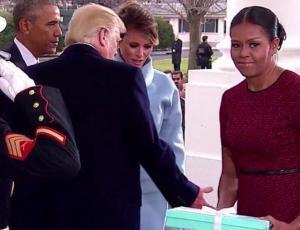 Michelle Obama reveló qué le regaló Melania Trump y la razón de su cara de incomodidad