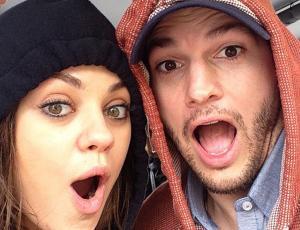 Mira a Mila Kunis embarazada, sin maquillaje y paseando a los perros