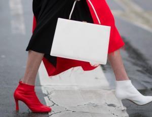 Zapatos distintos: la nueva tendencia que se toma el Street Style