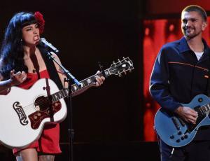 Mon Laferte lanza videoclip de su nuevo single con Juanes